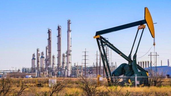 بلومبيرغ تتوقع ارتفاع أسعار النفط بسبب نفاد المخزون منه خلال الوباء