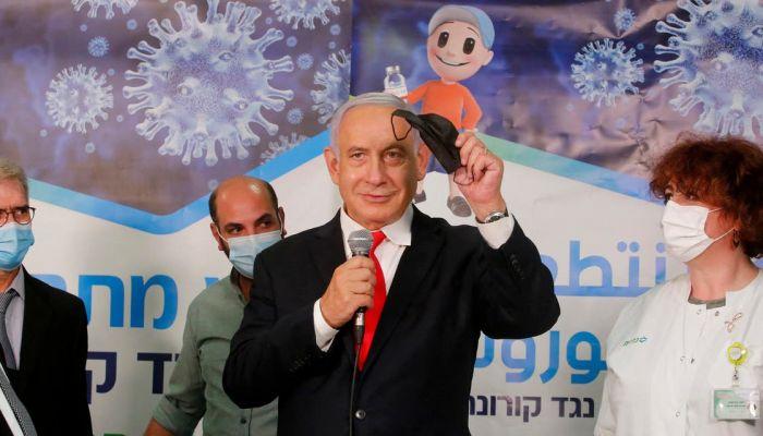 إسرائيل تلغي ارتداء الكمامات في الهواء الطلق وتعيد فتح المدارس بالكامل