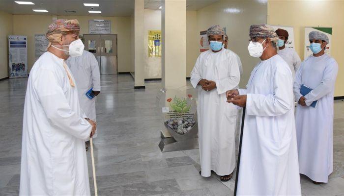 وزير الصحة: الإقبال على التطعيم في ظفار أقل من بقية المحافظات ولا نقص في أجهزة التنفس الصناعي