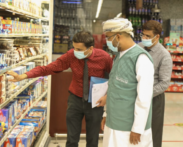 Oman's Consumer Protection Authority Chairman tours markets