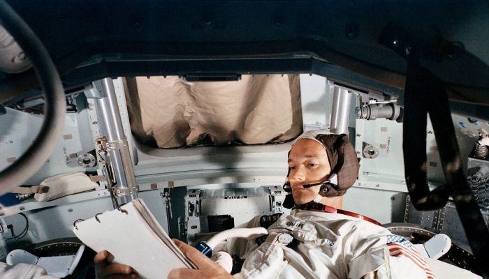 وفاة مايكل كولينز رائد الفضاء في رحلة 'أبولو 11' إلى القمر