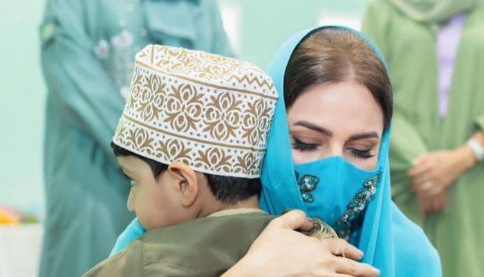 السيدة الجليلة تقدم هدايا لأطفال مركز رعاية الطفولة  بمناسبة 'القرنقشوه'