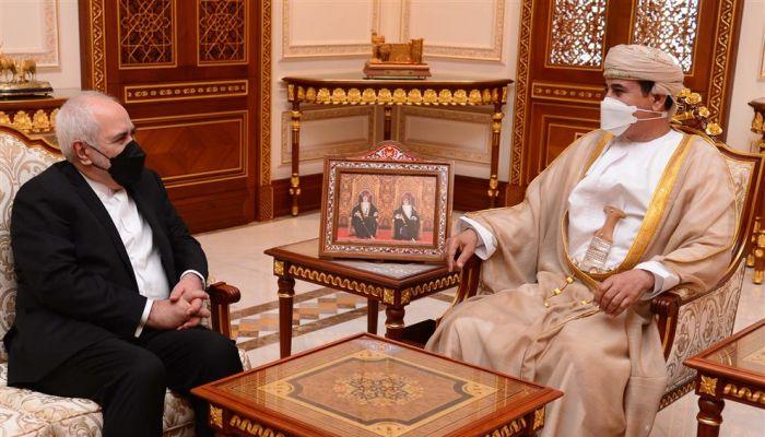 وزير المكتب السلطاني يستقبل جواد ظريف