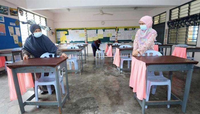 ماليزيا تعطي الأولوية لتطعيم المعلمين في قوائم لقاح كورونا