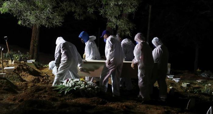 Bolsonaro criticised as Brazil tops 400,000 COVID-19 deaths