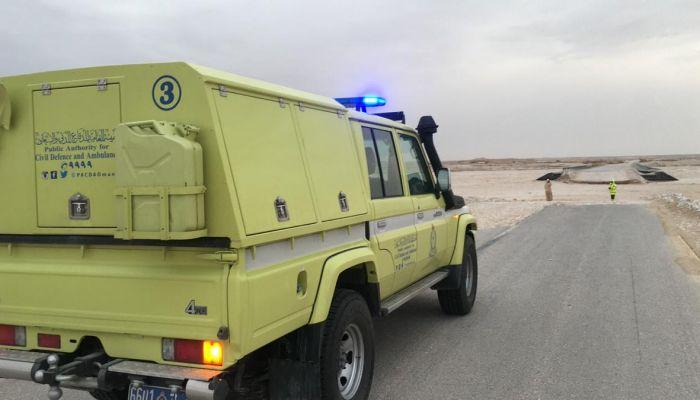 الدفاع المدني: إنقاذ عاملين انهار عليهما سور.. ونتعامل مع بلاغ احتجاز بصحم
