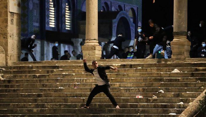 قوات الاحتلال الإسرائيلي تقتحم باحات المسجد الأقصى