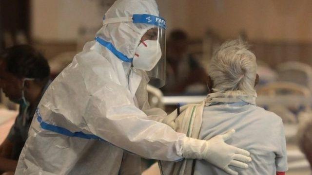 حصيلة الإصابات اليومية بفيروس كورونا بالهند  أقل من 400 ألف لأول مرة منذ 4 أيام