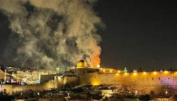 اندلاع حريق في محيط المسجد الأقصى