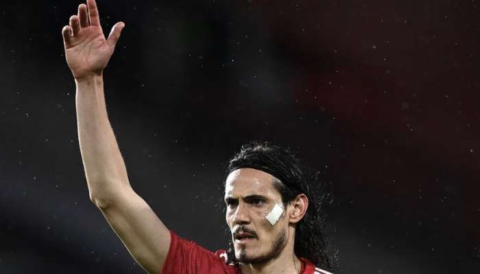 Edinson Cavani extends contract with Manchester United