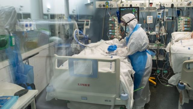 الصحة : 255 مريضاً بفيروس كورونا يرقد في العناية المركزة