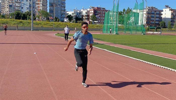لاعب منتخبنا لألعاب لقوى علي البلوشي يبدأ تدريباته في معسكره بتركيا