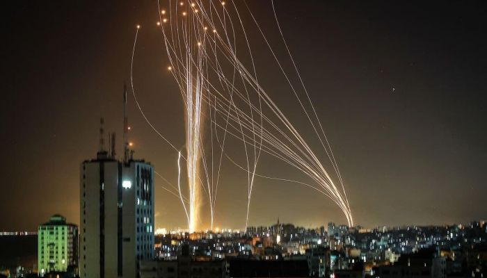 المقاومة تقصف مواقع بالقرب من المفاعل النووي الإسرائيلي