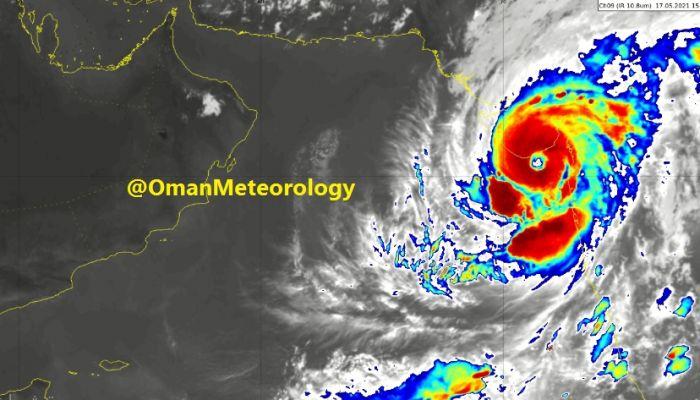 عبور عين الأعصار المداري تاوتي السواحل الغربية للهند