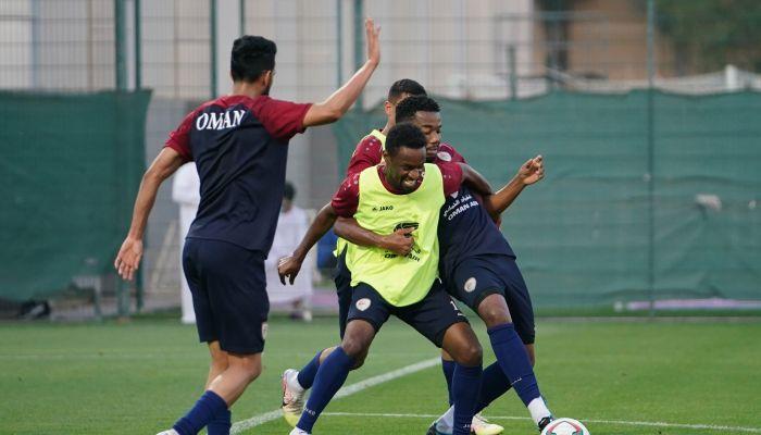 منتخبنا الوطني يجري حصته التدريبية الأولى في دبي