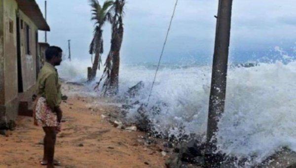 الهند تبحث عن 77 مفقودًا إثر غرق مركب بسبب إعصار