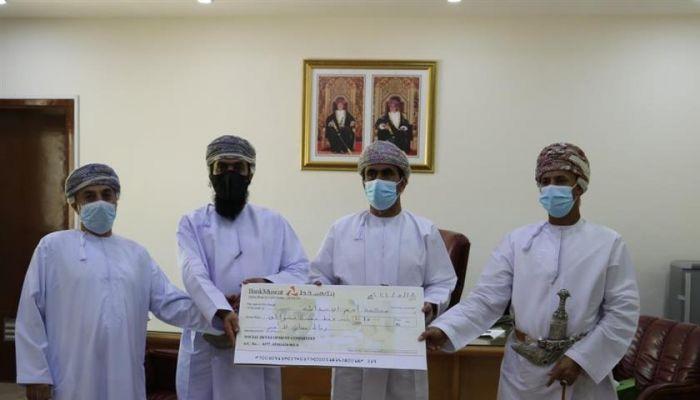 لجنة التنمية بأدم تقدم مساهمة مالية لفك كربة 11 حالة