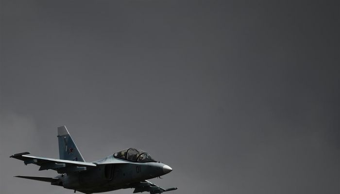 وفاة طيارين جراء تحطم طائرة تدريب عسكرية بمنطقة سكنية في بيلاروس