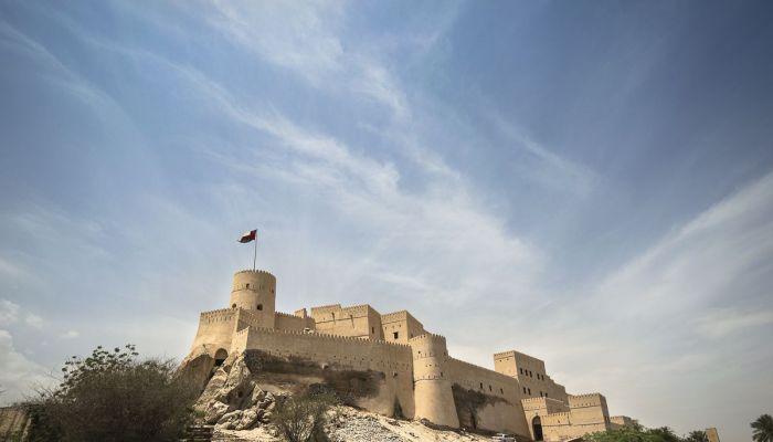 التراث والسياحة تواصل العمل في مشروع ترميم قلعة نخل
