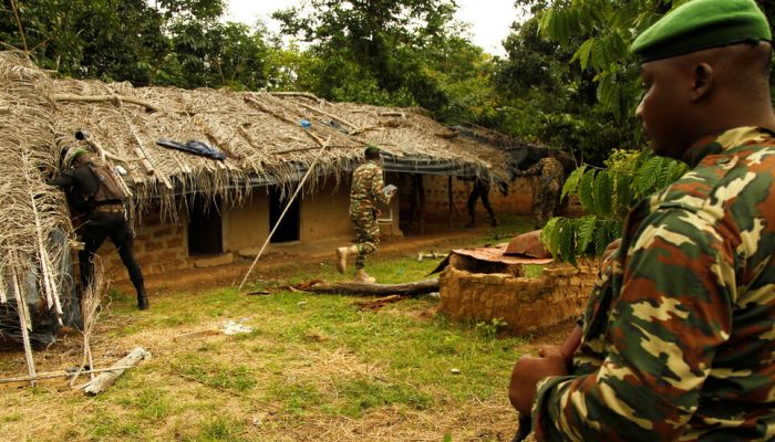 مقتل 3 أشخاص وإصابة 3 آخرين بهجوم مسلح في بوركينا فاسو