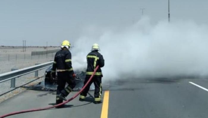 الدفاع المدني يُخمد حريق شب في مركبة