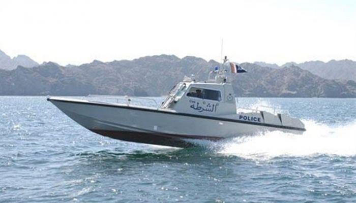 مواطن يحاول تهريب 18 وافدًا و أوشكوا على الغرق والشرطة تنقذهم