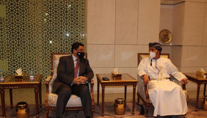 وزير الخارجية اليمني يصل إلى السلطنة