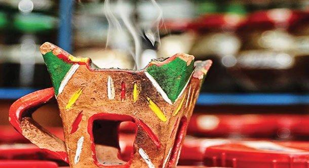 عمانية تنجح بتصدير صناعاتها من البخور والعطور للخارج