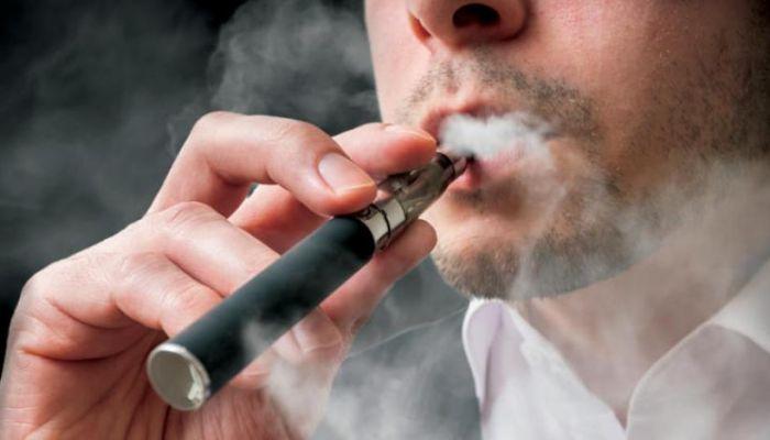 علماء : تدخين السجائر الإلكترونية قد يزيد من خطر الإصابة بكوفيد19