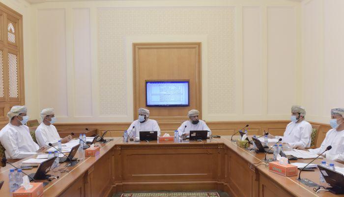 تشريعية الشورى تناقش مقترح قانون الزكاة العماني