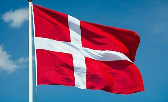 الدنمارك تعلق استخدام أقنعة الوجه لحضور المباريات