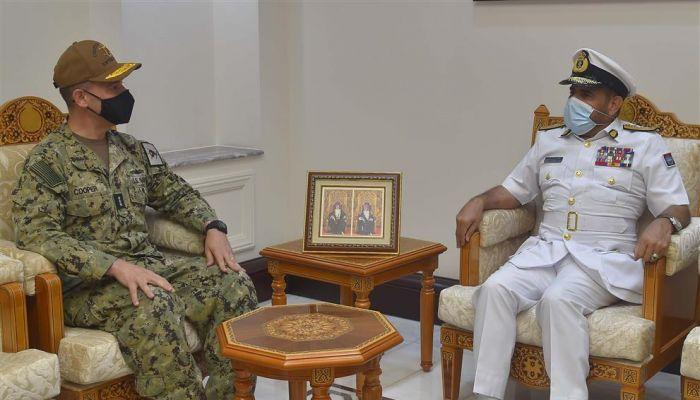 رئيس أركان قوات السلطان المسلحة يستقبل مسؤولًا أمريكيًا
