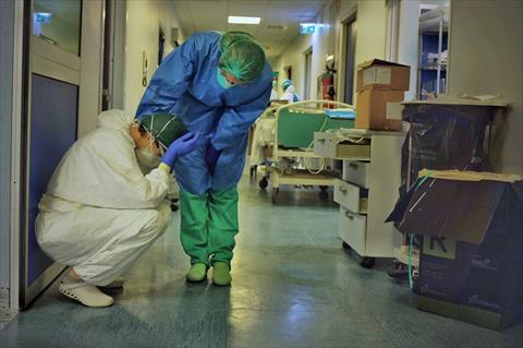 مستشفيات السلطنة تئن بمرضى كوفيد 19