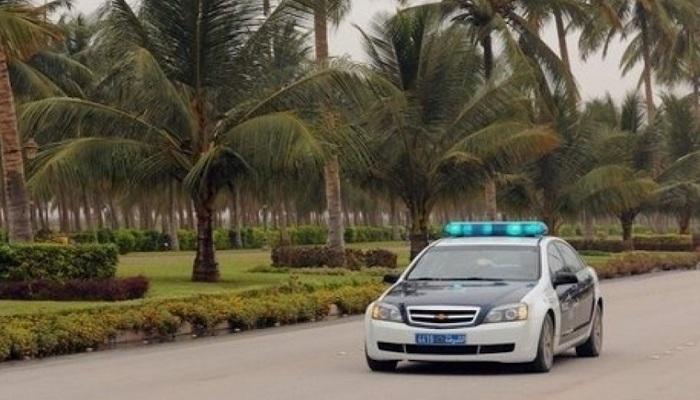 Oman police honours volunteers
