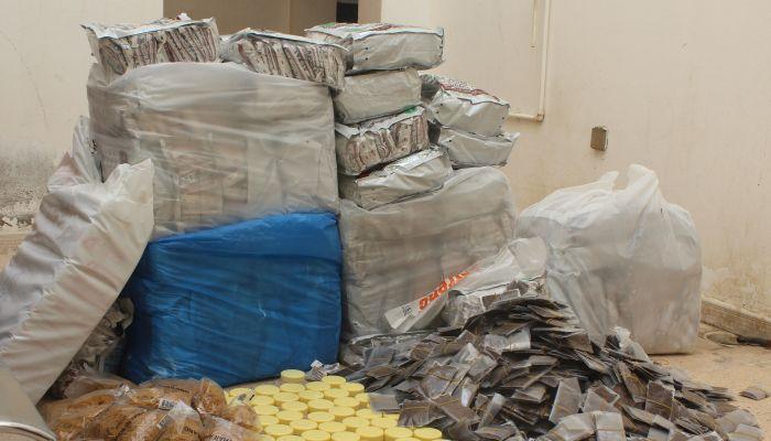 ضبط عمالة وافدة في إحدى الشقق السكنية تقوم بتوزيع سلع محظورة