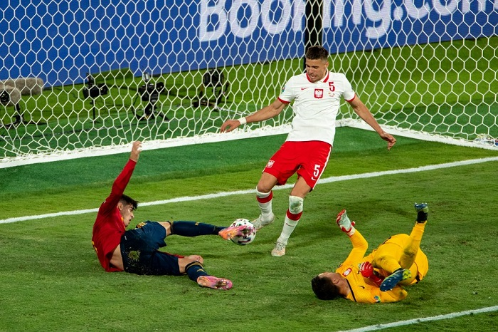 Spain and Poland in danger of early Euro 2020 exit after 1-1 draw