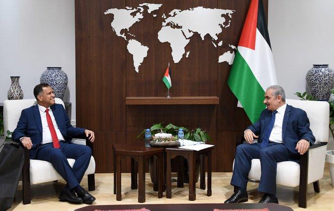 رئيس الوزراء الفلسطيني يستقبل القائم بأعمال سفير السلطنة لدى دولة فلسطين