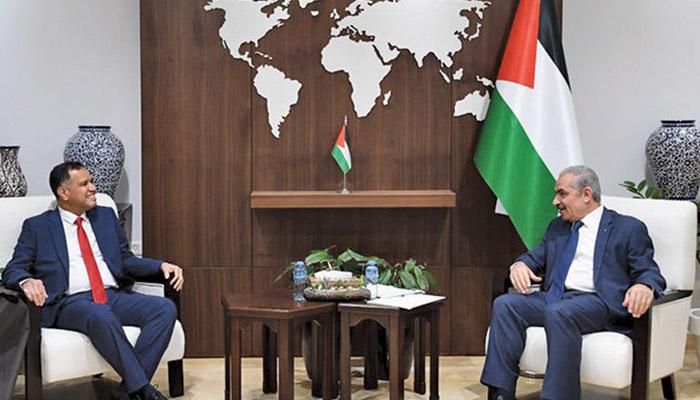 Palestinian PM receives Omani Acting Ambassador