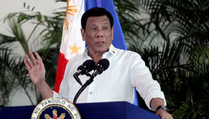 رئيس الفلبين يهدد من يرفضون التطعيم ضد كورونا بالسجن