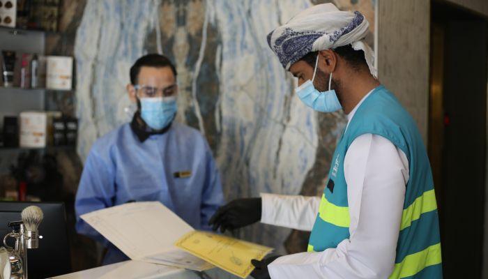 بلدية مسقط تدعو الجميع بعدم ممارسة أنشطة دون ترخيص