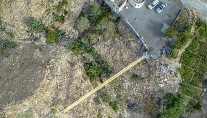 شاب عماني ينجح في إنشاء جسر معلق بطول ٤٠ مترا