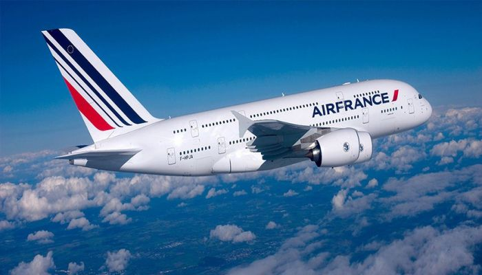 ابتداءً من أكتوبر.. رحلات مباشرة بين باريس ومسقط