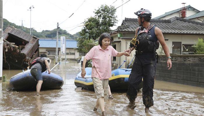 تحذيرات من فيضانات وانهيارات أرضية في اليابان