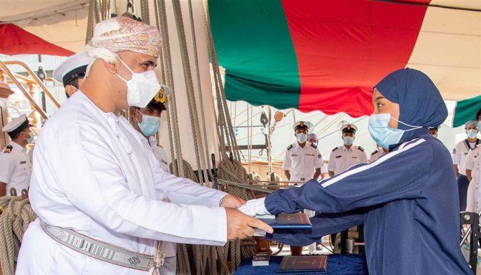 البحرية السلطانية العمانية تختتم برنامج التدريب الشراعي للإبحار والمغامرة لعام 2021م