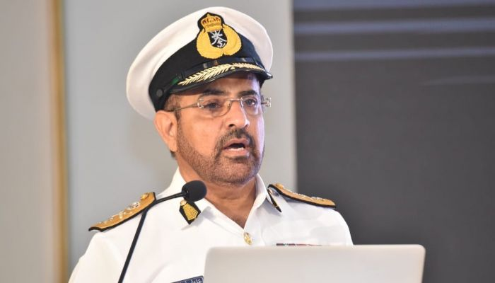 رئيس أركان قوات السلطان المسلحة يعود إلى البلاد