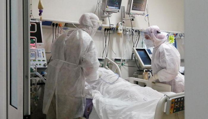 بعد انهيار منظومتها الصحية.. تونس تستقبل مساعدات طبية سعودية