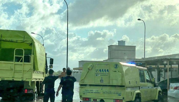 إخلاء عدد من المنازل المتأثرة بالحالة الجوية في شناص