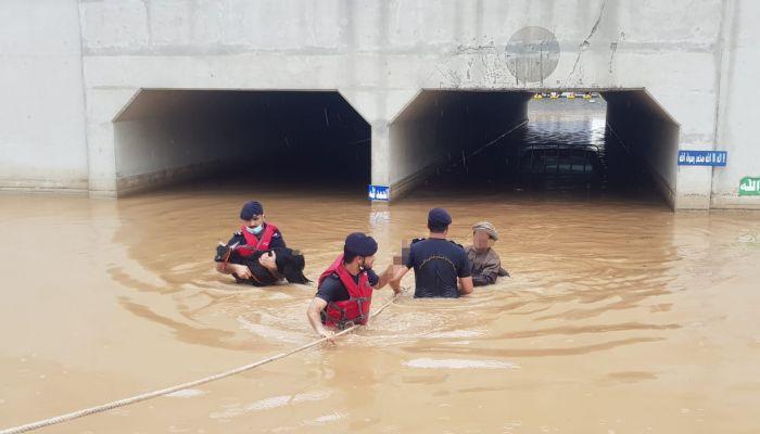 شمال الباطنة: تنفيذ العديد من عمليات الإنقاذ والإخلاء بسبب الأحوال الجوية