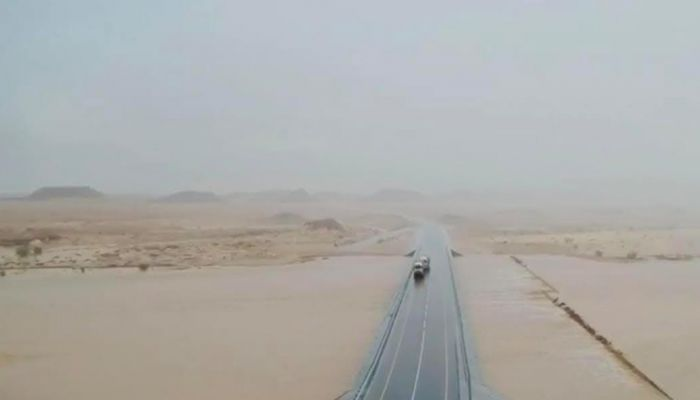 المديرية العامة للطرق والنقل البري بمحافظة ظفار تعالج أضرار الأنواء المناخية