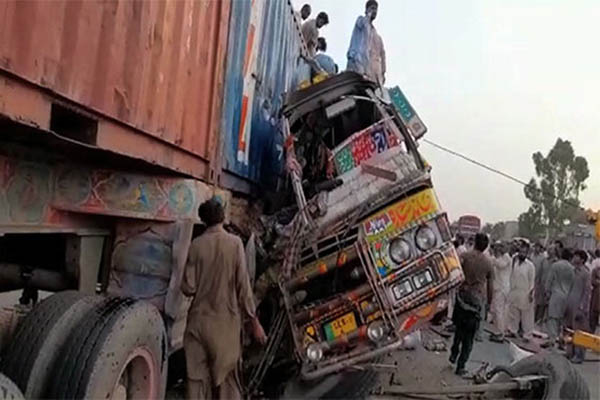 Over 27 killed, 40 injured after bus collides with truck in Pakistan's Punjab